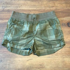 Divided by H&M Shorts Green Size 10